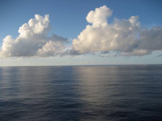 sea-day-clouds