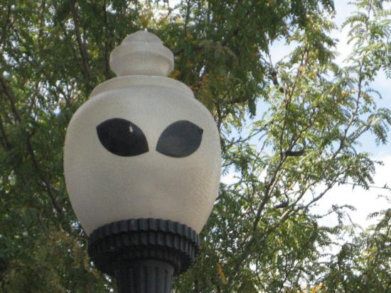 Alien themed streetlight in Roswell, New Mexico (photo by Tui Cameron)
