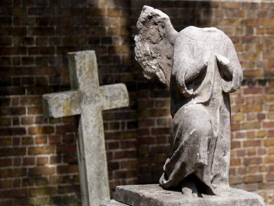 Headless angel in Kensal Green Cemetery (photo by Tui Snider)