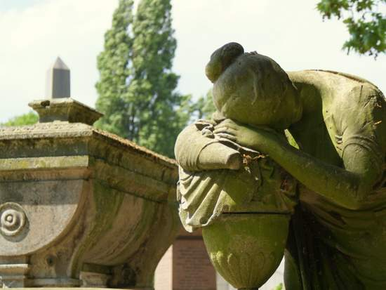 Mourning angel in London's Kensal Green Cemetery. (photo by Tui Snider)