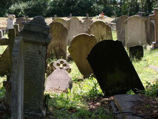 Kensal Green leaning headstones. (photo by Tui Snider)