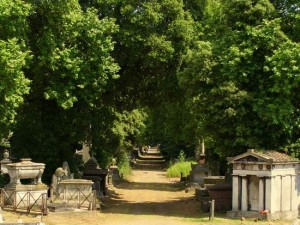 Pathway leading to the chapel at Kensal Green. (photo by Tui Snider)