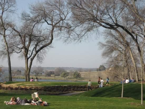 Dallas Arboretum is great for picnics. (photo by Tui Snider)