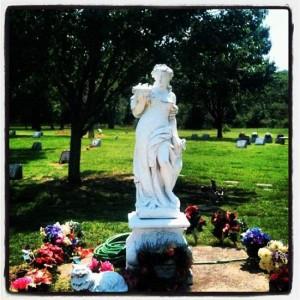 Smoke Rise Farm Pet Cemetery in Azle, Texas (photo by Tui Snider)