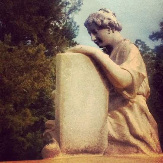 Angel at Athens, TX cemetery (photo by Tui Snider)