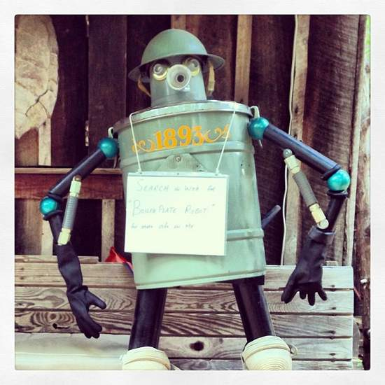 Quirky robot in Jefferson, TX (photo by Tui Snider)