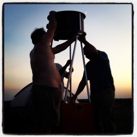 Setting up the telescope (photo by Tui Snider)