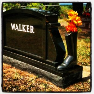 Headstone with Black Stone Boot in Aurora, TX (photo by Tui Snider)