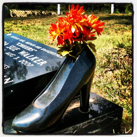Headstone with Black Stone Pump in Aurora, TX (photo by Tui Snider)