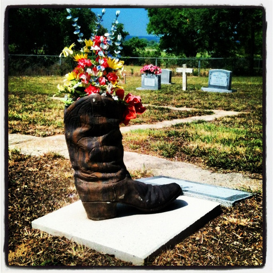 Cowboy Boot Headstone in Aurora, TX (photo by Tui Snider)