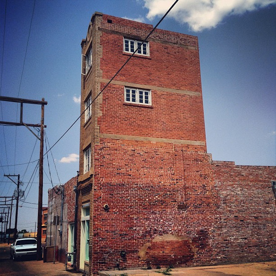 World's Smallest Skyscraper in Wichita Falls (photo by Tui Snider)