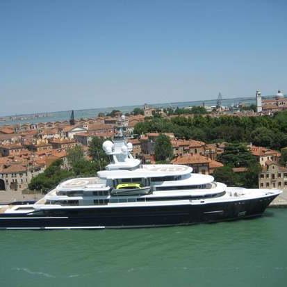 Cruise ship dwarfs Venice, Italy (photo by Tui Snider)