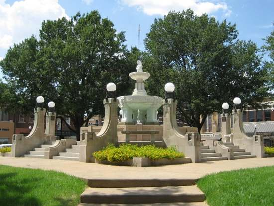 Marble fountain in Paris, TX (photo by Tui Snider)