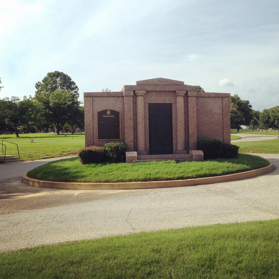 Look for this mausoleum to find Oswald's grave (photo by Tui Snider)