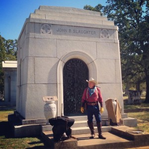 Historic re-enactor at Oakwood Cemetery's Saints & Sinners Tour (photo by Tui Snider)