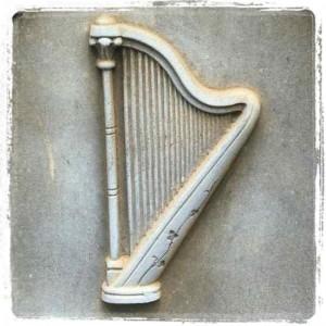 Gravestone harp (photo by Tui Snider)