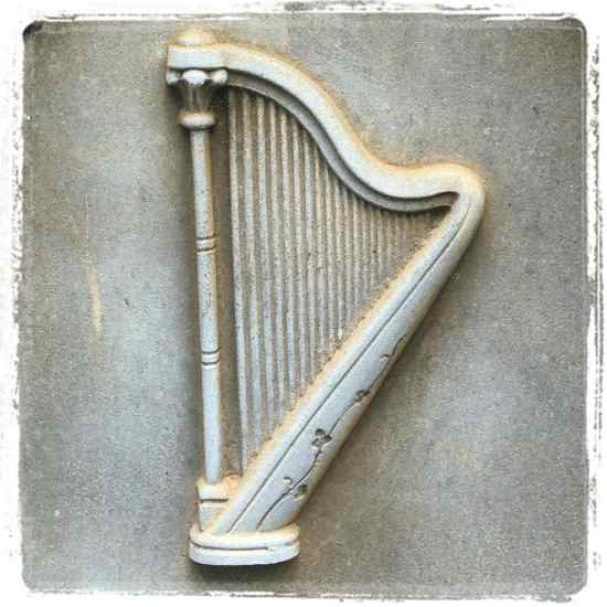 Gravestone harp (photo by Tui Snider)