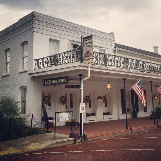 Historic Excelsior House Hotel in Jefferson, Texas (photo by Tui Snider)