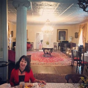 Enjoy breakfast in the ballroom of the Excelsior House Hotel in Jefferson, Texas (photo by Tui Snider)