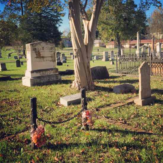 Unique grave marker in Jefferson, Texas (photo by Tui Snider)
