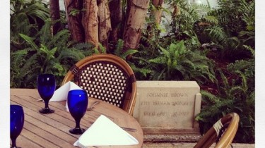 Monkey grave at Pizza al Fresco in Palm Beach, FL (photo by Tui Snider)