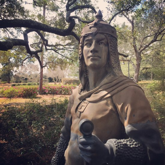 Knight statue of Elberta, AL (photo by Tui Snider)