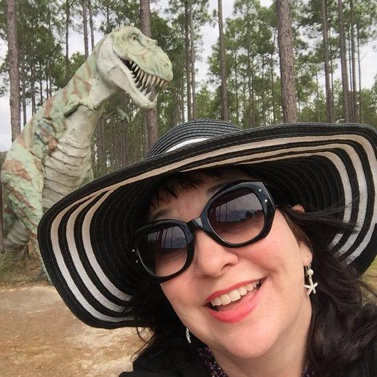 Dinosaur sculpture by artist Mark Cline in Elberta, AL (photo by Tui Snider)