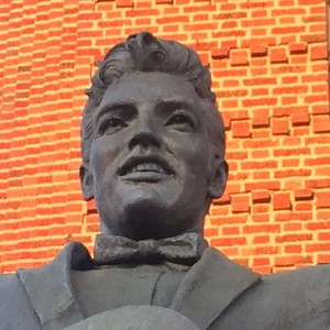 Elvis Presley statue at the Shreveport Municipal Memorial Auditorium (photo by Tui Snider)