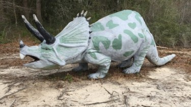 Dinosaur sculpture by artist Mark Cline in Elberta, AL (photo by Tui Snider)