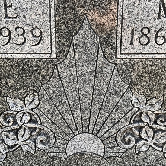 What does a sunrise or sunset represent on a headstone? (photo by Tui Snider)