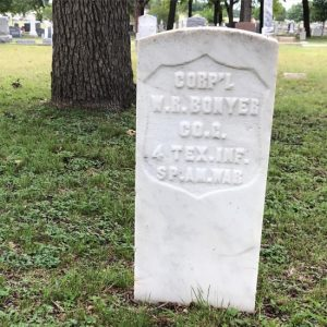 A Civil War Type headstone for a veteran of the Spanish American War. (photo by Tui Snider)