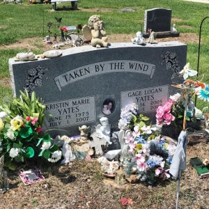 (c) Tui Snider - Grave goods and Grave decorations in Granbury, TX
