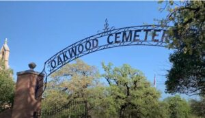 Oakwood Cemetery gates in Fort Worth, Texas. photo (c) Tui Snider