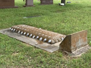 Seashell mounded grave. (photo (c) Tui Snider)